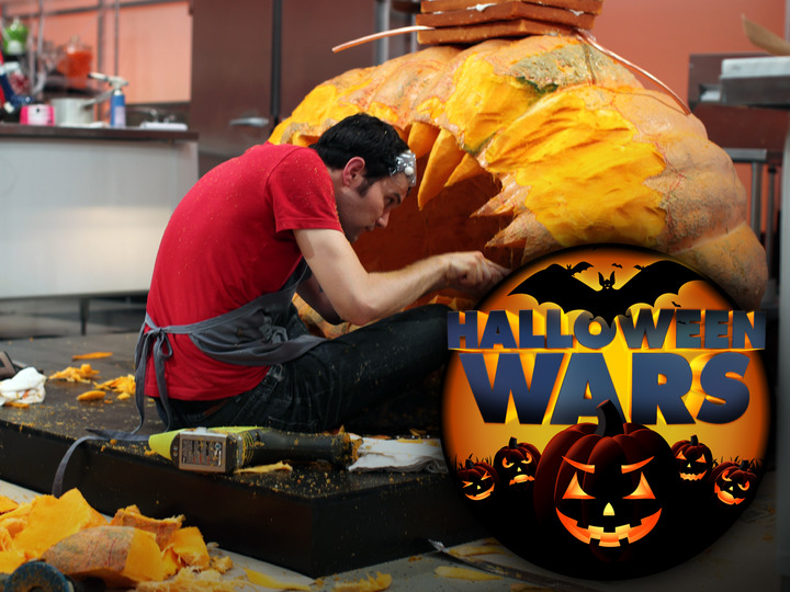 Shawn Feeney, of the Blue Team, carving the pumpkin for the final challenge, teamate Susan Notter works in the background, as seen on Food Network's Halloween Wars.